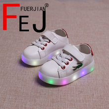 Enfants S'allume Shoes 2017 FUERJIAN Mode Casual Garçons Filles Led Shoes Sneakers en Caoutchouc Transparent Enfants Lumineux Shoes