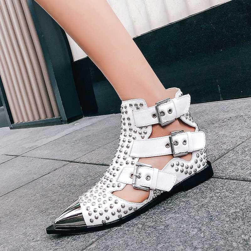 2019 Yeni Metal Çivili Perçinler kısa çizmeler Sandalet Kadın Sivri Burun Toka Askıları Martin Çizmeler Cut Out Moda Serin Ayakkabı Kadın