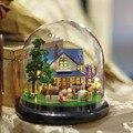 B014 new DIY Fazenda Em Miniatura casa de bonecas em miniatura de vidro bola diy madeira doll house miniatures voz luzes led