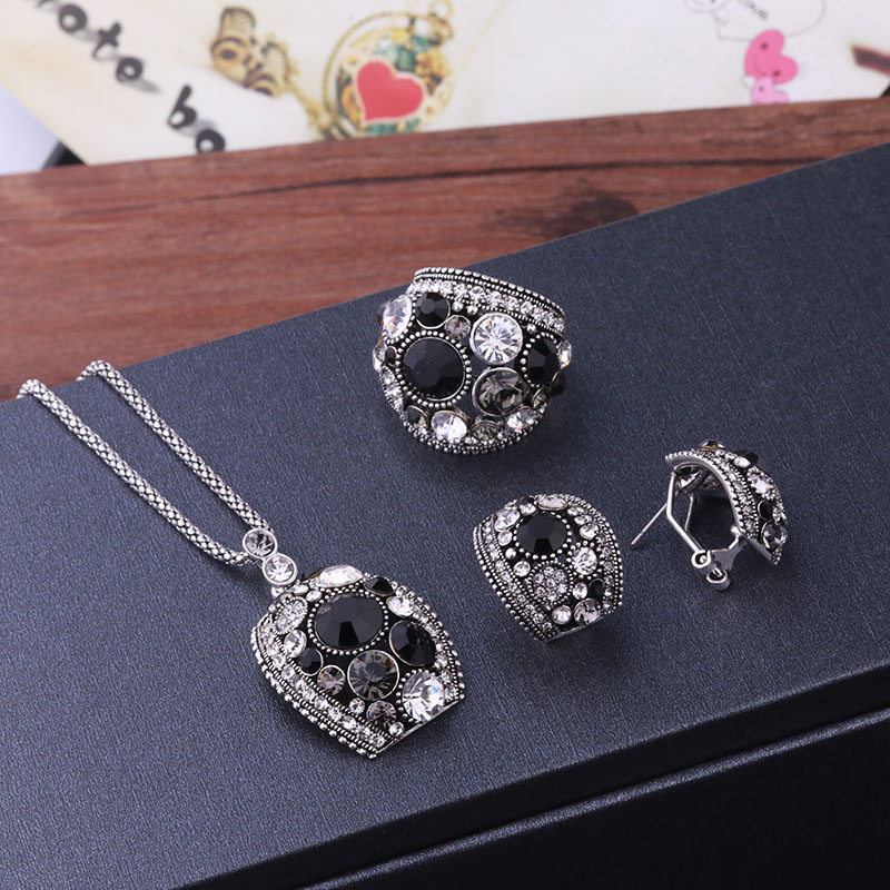 Feelgood Silver Color Vintage Jewellery Set White And Black Crystal Jewelry Sets With Necklace Stud Earrings Ring For Women Gift 11