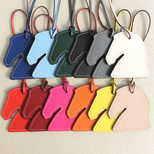 有名なブランドデザイナーのファッションの高級動物リアル本革馬キーホルダー女性のためのバッグチャームアクセサリーペンダント