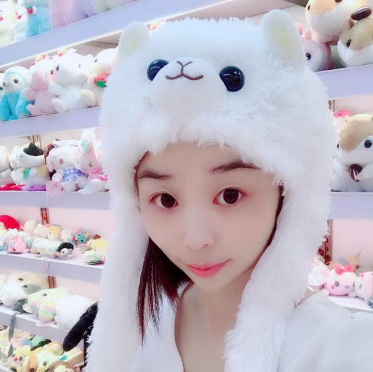 b771db08a 100pcs/lot New Soft Warm Kawai Cartoon Alpaca Hat Fashion Fluffy Earmuffs  Rainbow Arpakasso Plush Cap With short Scarf For kids-in Men's Skullies &  Beanies ...