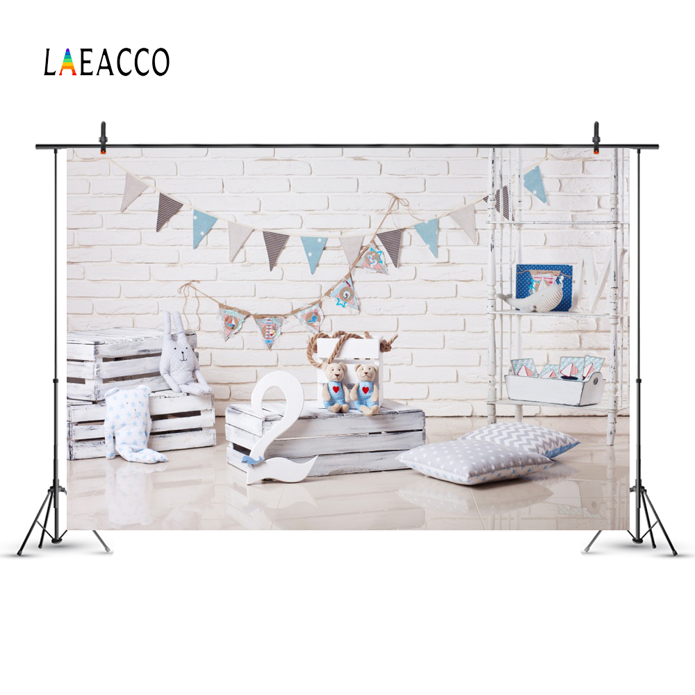 Laeacco Baby 2 Birthday Pillow Brick Wall Flag Caja de madera Bear - Cámara y foto - foto 2