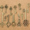 13 Pcs Antigo Velho Olhar Teclas de Bronze Do Vintage DIY Encantos Pingente de Metal Decorações