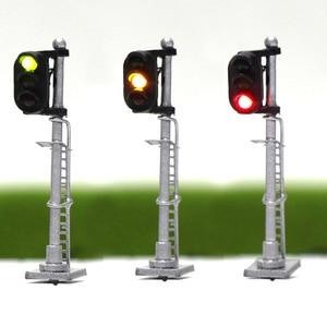 Image 1 - 3 pces modelo ferroviário 1:150 trem sinais 3 luzes bloco sinal n escala prata post com escada 3.5cm verde amarelo vermelho jtd1503gyr