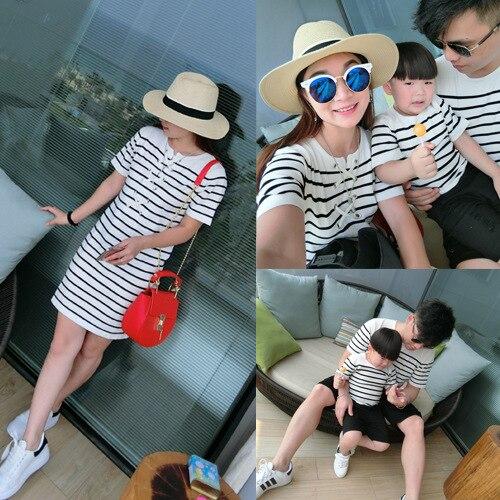 Лето полосатый из тонкого трикотажа отца мать, Сын и дочь семьи соответствующие футболки ребенка топы детской одежды новое семейство 2016 наряды