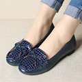2017 spring and autumn new mothers shoes soft soles comfortable middle-aged flat shoes large size women's shoes 35 38 39 40