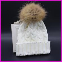 Zimní vlněná čepice s bambulkou