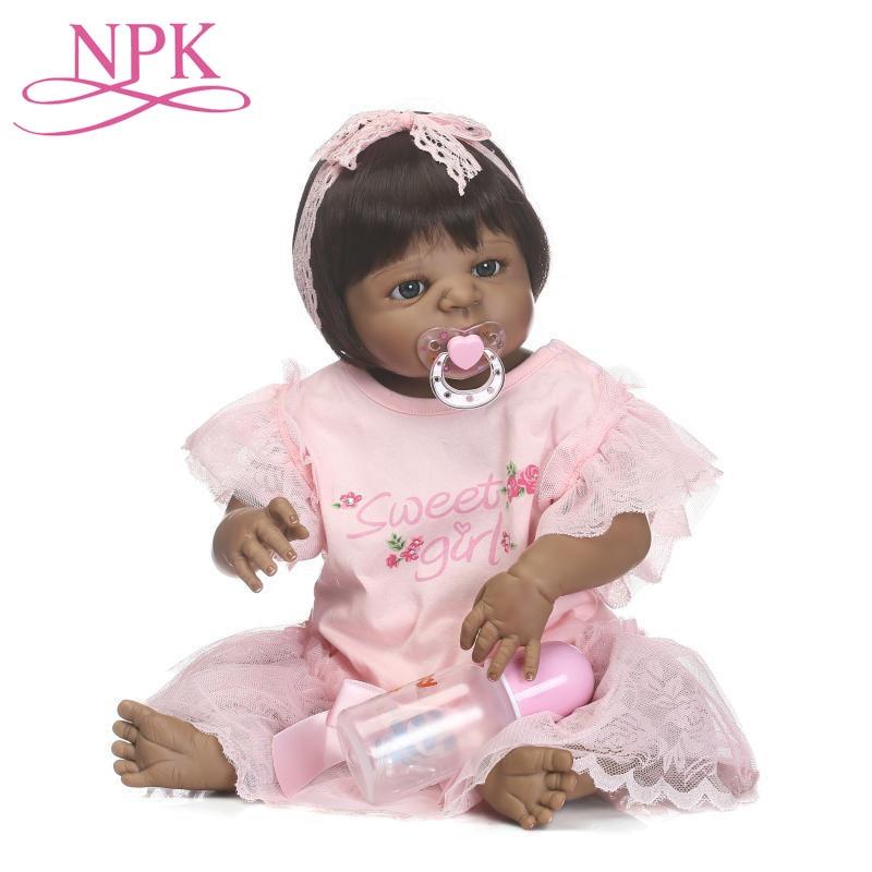 56CM réel vivant peau noire Reborn bébé poupée à la main en Silicone souple Bebe Reborn boucles cheveux princesse jouets pour enfant filles