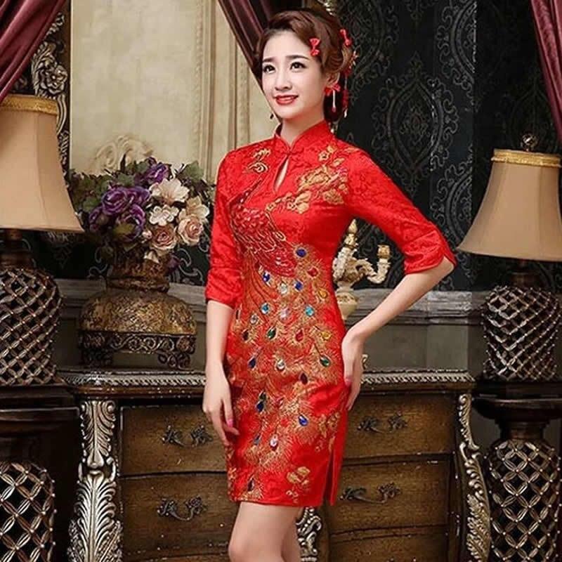 Дракон на китайском платье