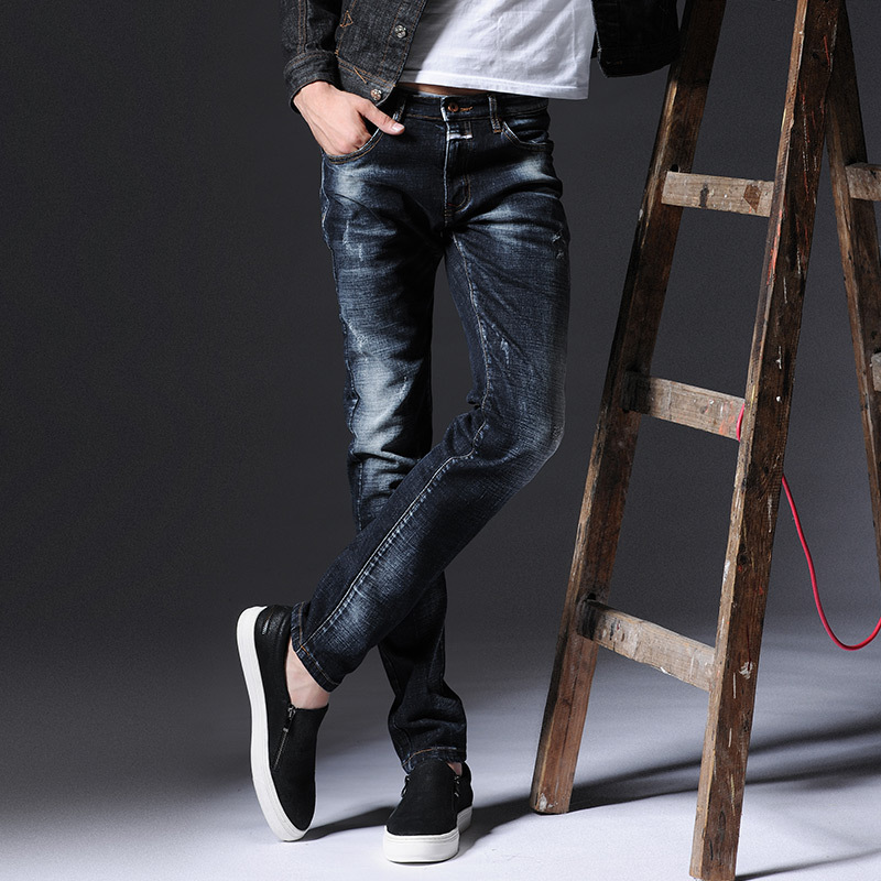 2017 The new youth frayed jeans male Slim feet men 's jeans autumn and winter new men' s trousers stretch denim pants