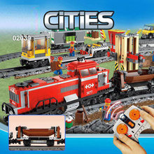 Lepin 02039 kits de edificio Modelo compatible con lego 3677 ciudad Bloques de Edificio De Ladrillo ROJO TREN DE CARGA RC Tren 898 Unids
