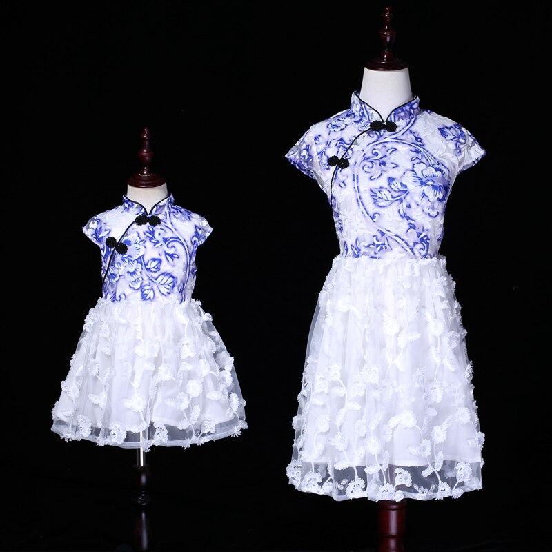 Bébé fille vêtements famille correspondant tenues bleu et blanc porcelaine imprimé dentelle maman et fille Tutu robe de mariée pour femmes enfants
