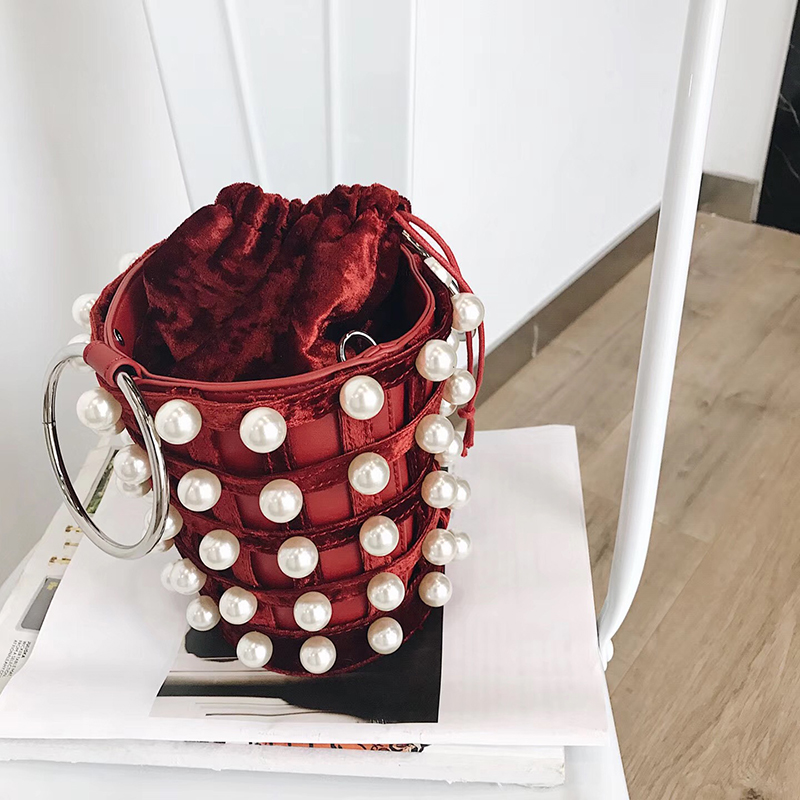 все цены на Gouilly Xuan 2018 new spring pearl velvet shoulder hand woven Plaid Flannel Crossbody Bag bucket