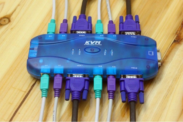 MT-471S 1 in 4 out VGA KVM Switch Splitter 4 Port VGA & Mouse & Keyboard PS2 top quality cable for Host to Monitor Projector
