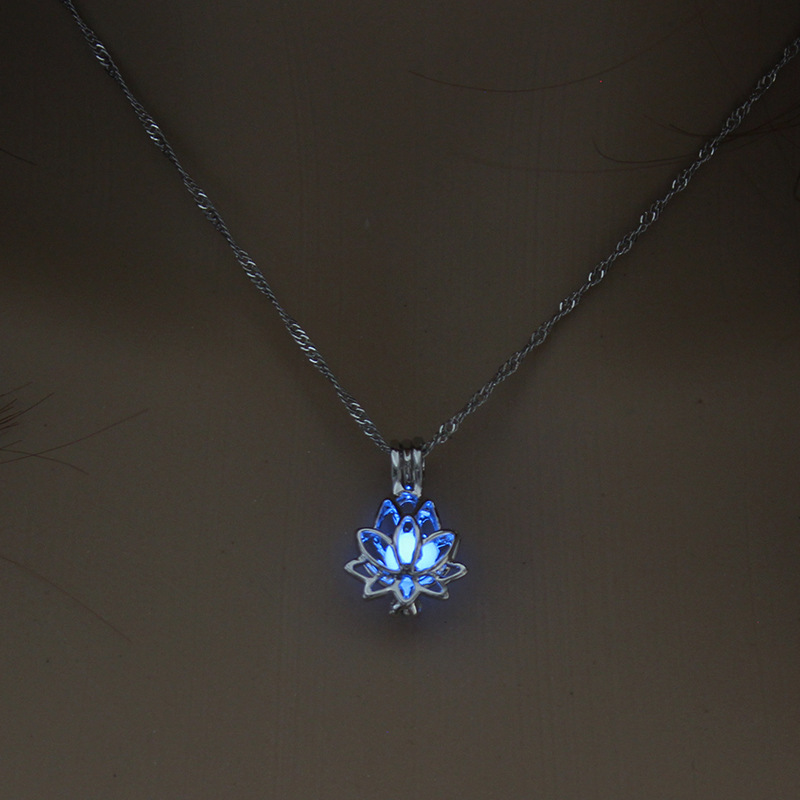 2.2*1.5cm Luminous Glow In The Dark lotus Flower Shaped Pendant Necklace For Women Jewelry