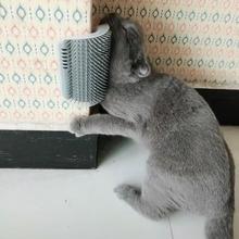 Удобный массажер для кошек, угловая Массажная щетка, пластиковая фиксированная Расческа для удаления волос, царапины, товары для ухода за домашними животными С Кошачьей Мятой