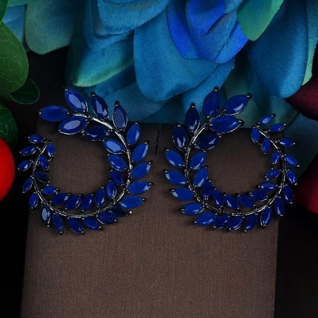 Женские серьги гвоздики с фианитами в форме листа