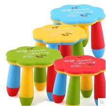 Детские столы и стулья. В цветок сливы стул
