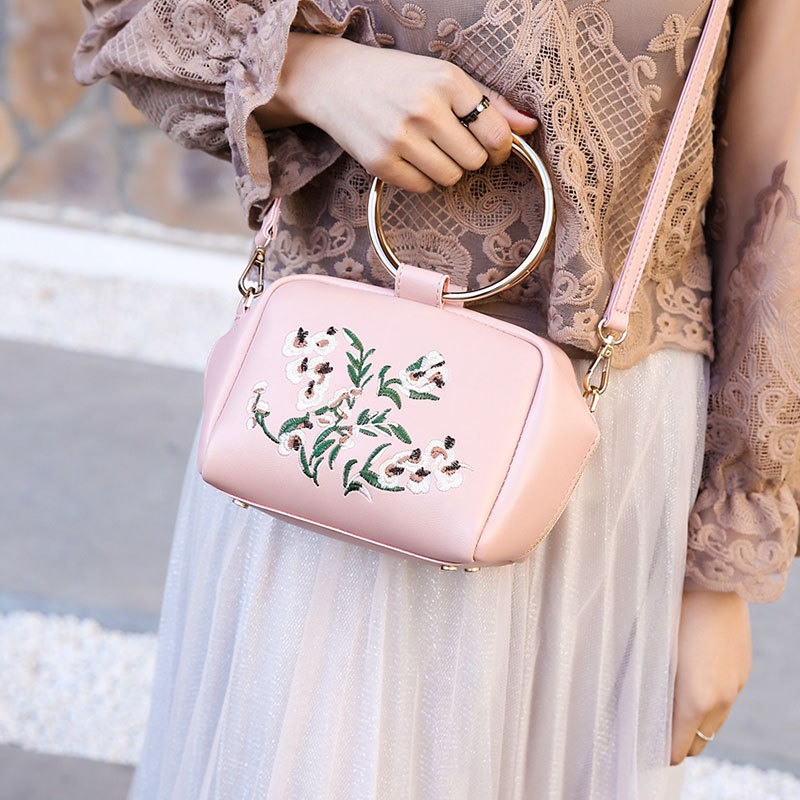 Lots of Bags 2017 New Fashion Women Flower Embroidery Elements Shoulder Bag Spring Summer Crossbody Bag