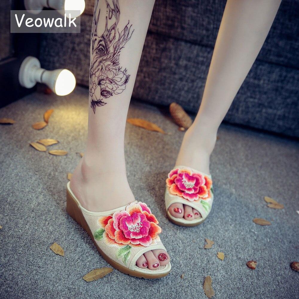 Veowalk Handmade Vintage 3D Flower Embroidered Slippers Women Peep Toe Summer Fashion Ladies Slides Platform Cotton Fabric Shoes