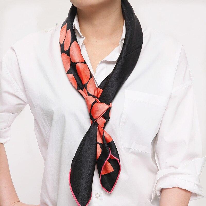 501286116d38 100% lenço de seda quadrado 2017 novo estilo cachecol moda 100% lado preto  pétalas de rosa vermelha tamanho do lenço: 88x88 espessura: 14mm