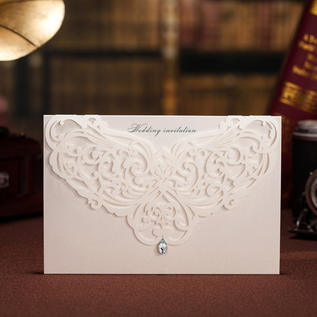 100pcs Classic Style Wedding Invitations Cards Custom With Rhinestone & Laser Cut Flower,Printable / Customizable, CW3129