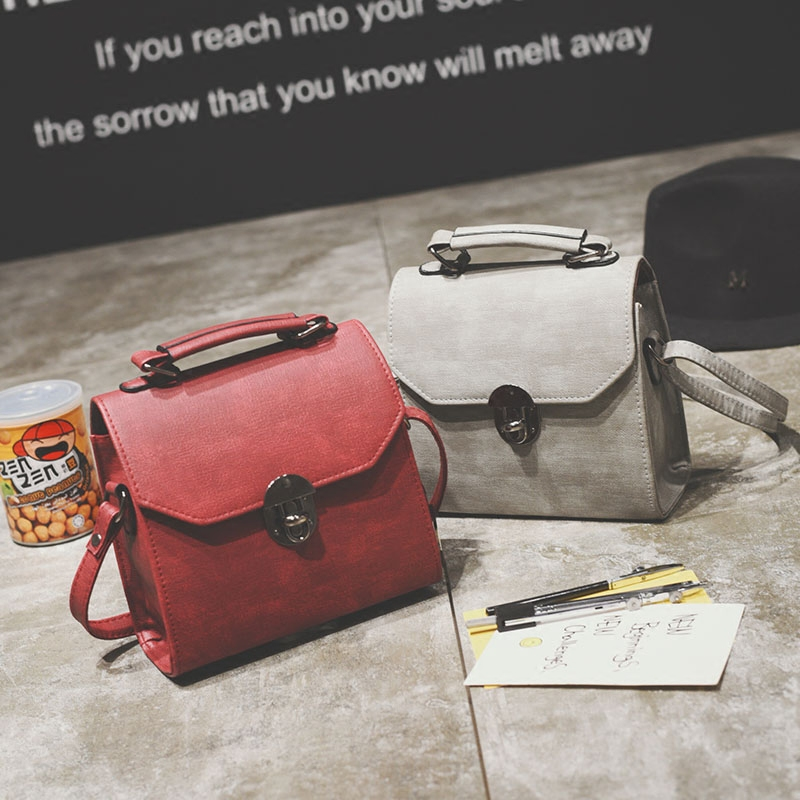 Free shipping, 2017 new woman mini handbags, trend messenger bag, simple Korean version women bag, fashion retro flap. korean women s bag 2018 new wave korean version of the wild side small bag retro simple messenger messenger bag