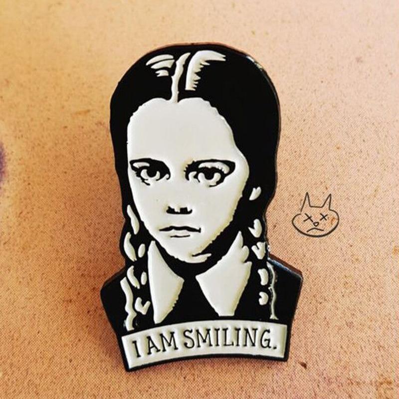 Adams famille broche je suis souriant mercredi émail épinglette dur épinglettes figure fille broche bijoux accessoires Punk amusant cadeau