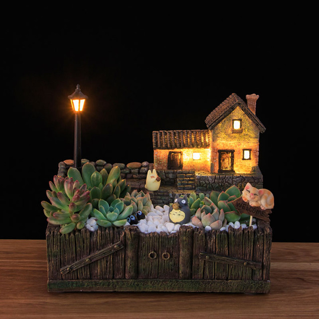 Wooden Flowerpot with Lamp Post