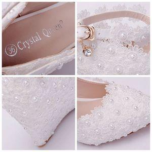 Image 5 - Crystal Queen zapatos de boda de flores blancas, zapatos de tacón alto con perlas de encaje, zapatos y vestido de novia adorables, cuñas con abalorios, 8cm, para mujer
