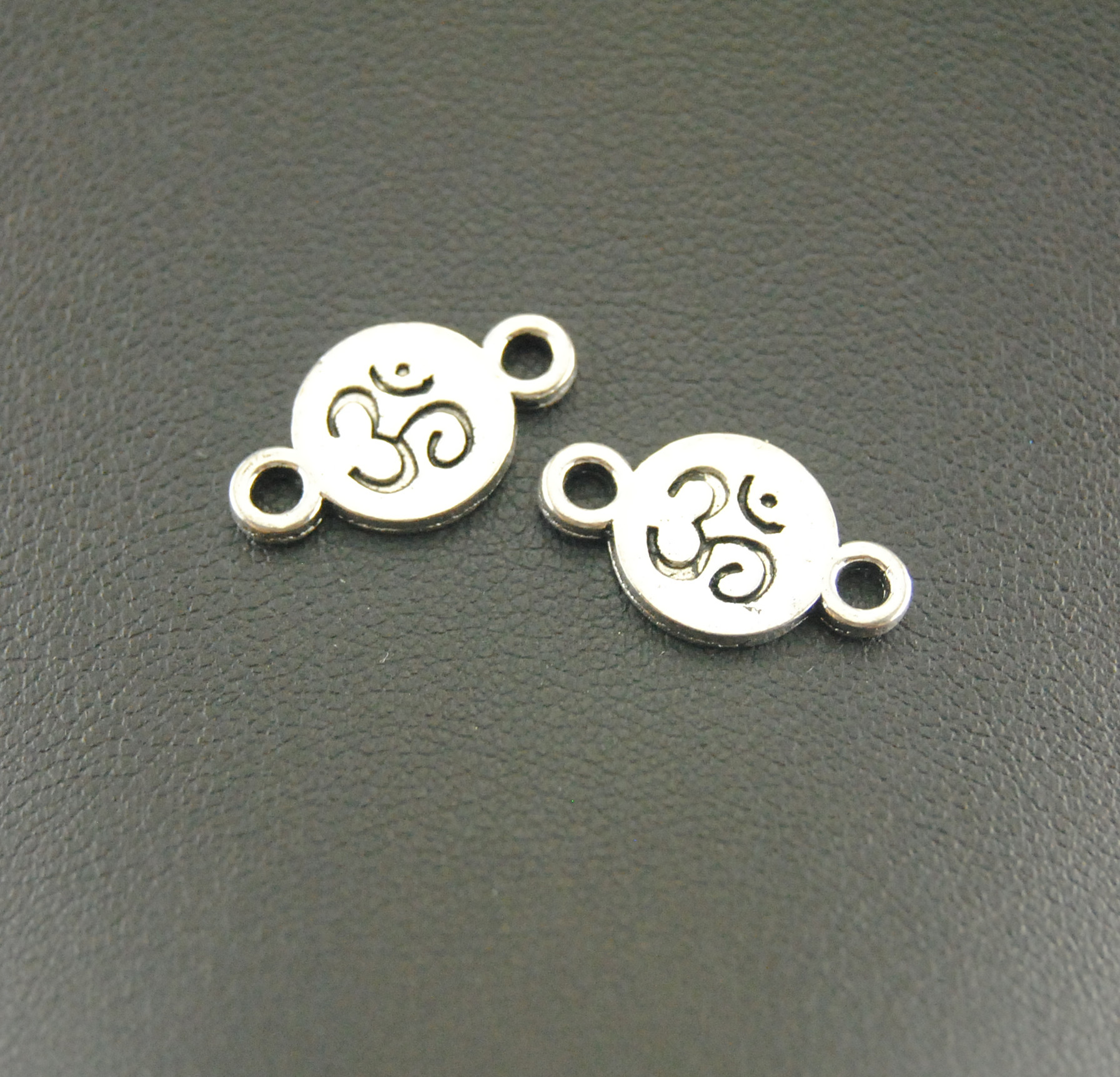Free Shipping! 20 Pcs Antique Silver OM Aum Ohm Mantra Sign Disc Charm Handmade Charms Pendants Jewelry Findings A910