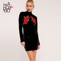 Autumn New Dress The European And American Fashion Embroidered Flower Cultivate Morality Show Thin Long Sleeved