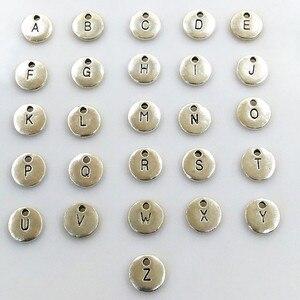 Image 1 - 130 Uds colgante de disco de oro redondo de doble cara alfabeto A Z dijes de etiqueta de letra sello joyería inicial, cuentas de 10mm para fabricación de joyas