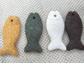 wholesale 50pcs 27x38mm lava volcanic gergous fish animals carved white assortment jewelry pendant