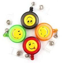 Carrete de insignia retráctil para oficina, escuela, empresa de negocios, suministros para el hogar con máscara sonriente, 30 unids/lote