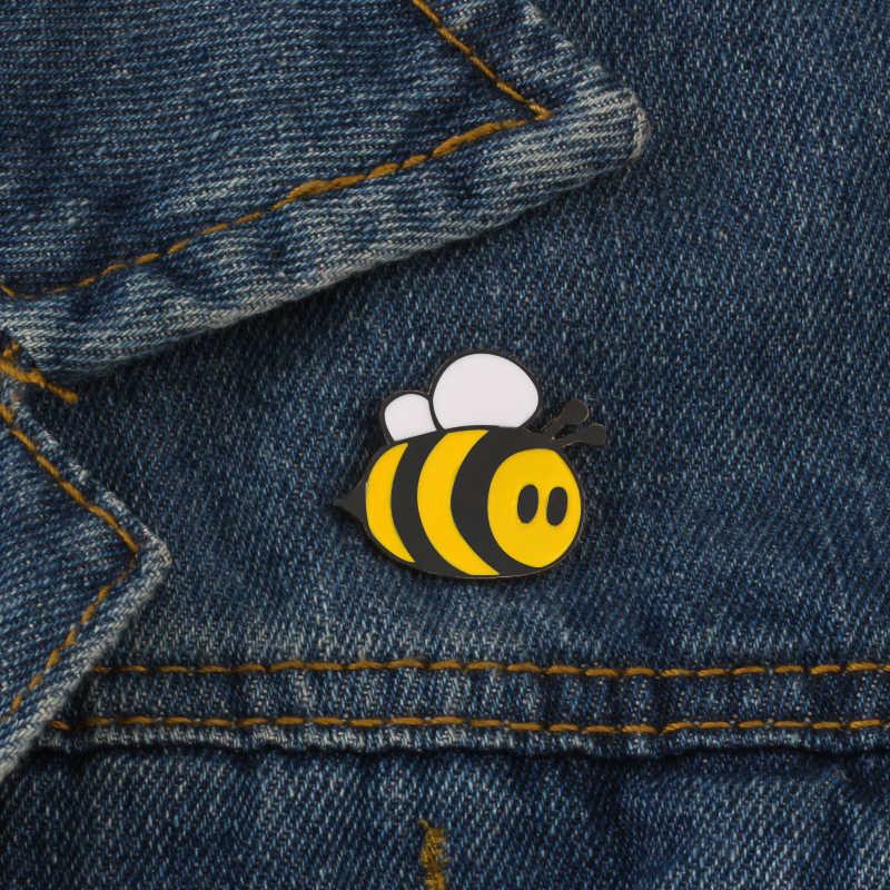 เข็มกลัดแฟชั่นการ์ตูนน่ารักBee Flyเข็มกลัดเสื้อผ้าเด็กผู้หญิงอุปกรณ์เสริมสีดำสีเหลืองเคลือบPinวันเกิดของขวัญเครื่องประดับ