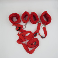 1 ST Fuzzy Handboeien Enkelboeien Bondage Bed Hoofdsteunen Harnas Bandjes Fetish Kit Volwassen Spel Speelgoed Voor Koppels Vrouwen Mannen