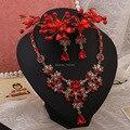 Rojo de tres piezas de joyería nupcial flor del tocado nupcial aretes collar de cristal de aleación accesorios
