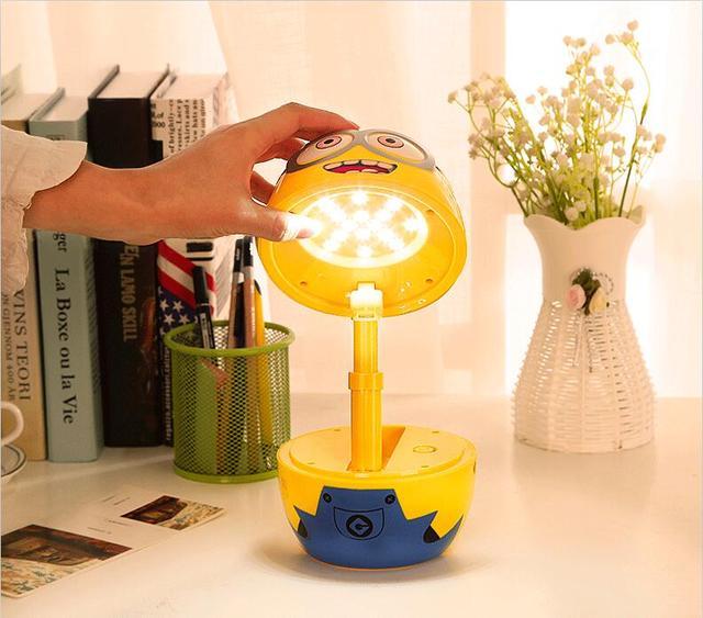 Usb lâmpada de mesa conduziu a lâmpada estudo luz gadgets USB caroon asseclas grande hero carregamento aprendizagem candeeiro de mesa de luz para as crianças presente