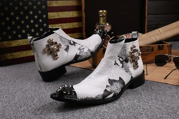 Western Dersert Man Motorcycle Boots White Snake Prints Leather Retro Embellished Casual Runway Fashion Knight Boots Sapatos