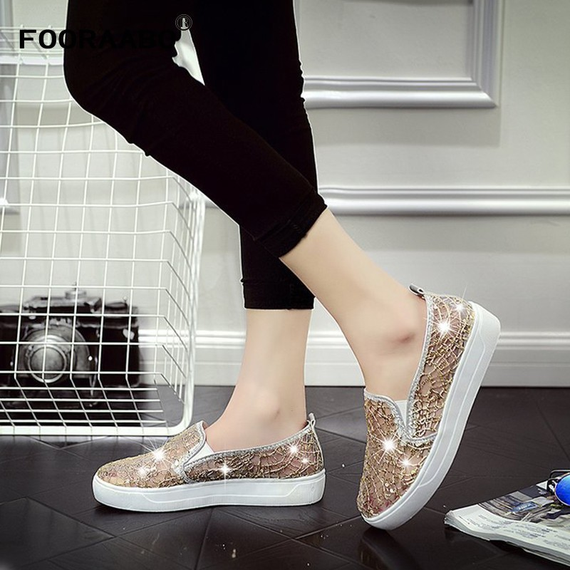 Shoes Singles Flat Bottom Will Time Student Skate Shoes One Pedal A Stall Goods Spread Out On The Ground Sale Woman Sneakers