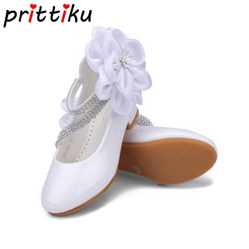 цена на 2018 Toddler Girl PU Leather Rhinestone Studded Big Flower Flats Little Kid Low Heel Pumps Children Pageant Wedding Dress Shoes