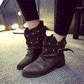 Marca de Estilo Europa Mulheres Tornozelo Botas De Salto Alto Botas De Couro Macio Sapatos Casuais Mulher Fivela Botas Rebite Fêmea Solta