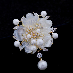 Image 3 - Çarpıcı Vintage beyaz İnci çiçek broş CZ markiz gül altın ton Pistil erik çiçeği Sakura pin broş takı