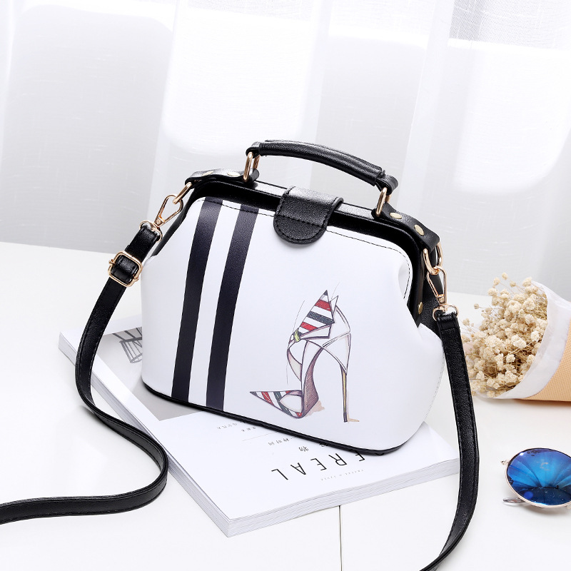 2017 Women Personality Fashion Buckle Small square bag Designer Handbag Casual Shoulder Messenger Bag New Sac Femme 5