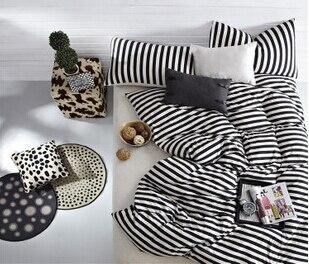 Hoeslaken Zwart Wit.Zwart Wit Gestreepte Beddengoed Sets Van Dekbedovertrek Hoeslaken