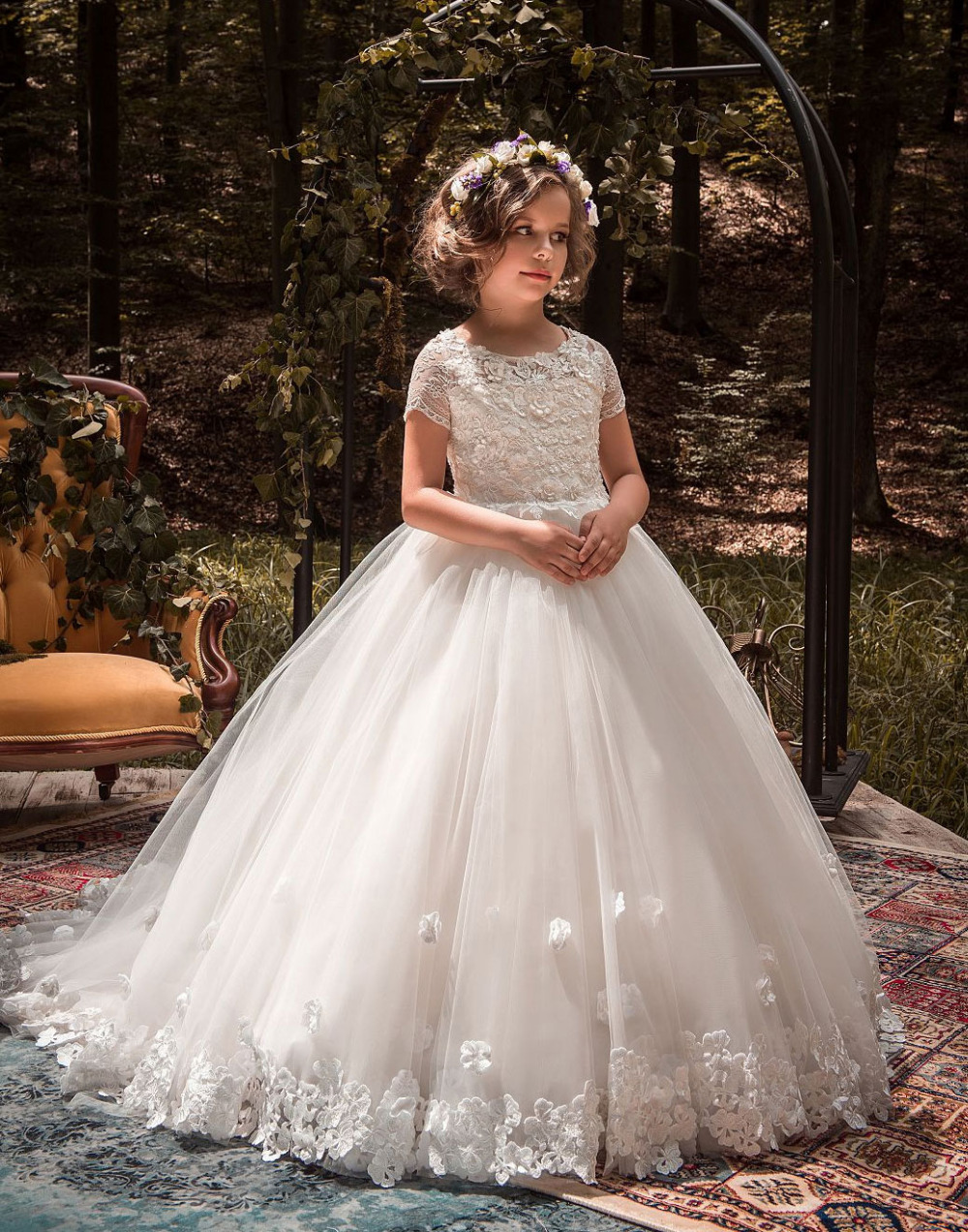 Short Sleeves Lace Tulle Flower Girl Dress Mermaid White Vintage Floral Appliques Kids Holy Communion Ball Gowns with Train