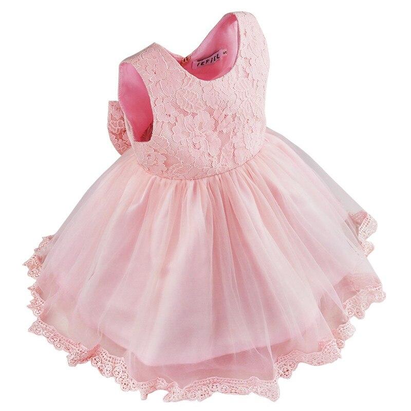 Запомните: платья для девочки, даже такой маленькой, должно быть красивым, что бы мама уже с такого возраста могла рассказать о красоте одежды.