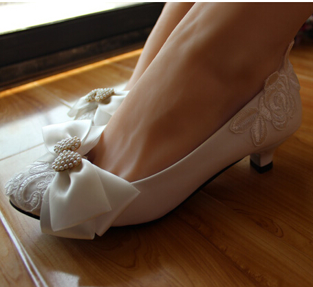 2017 newest sweet women's bow wedding shoes lace white pearl decoration flat low heel lace bridal wedding shoes for women
